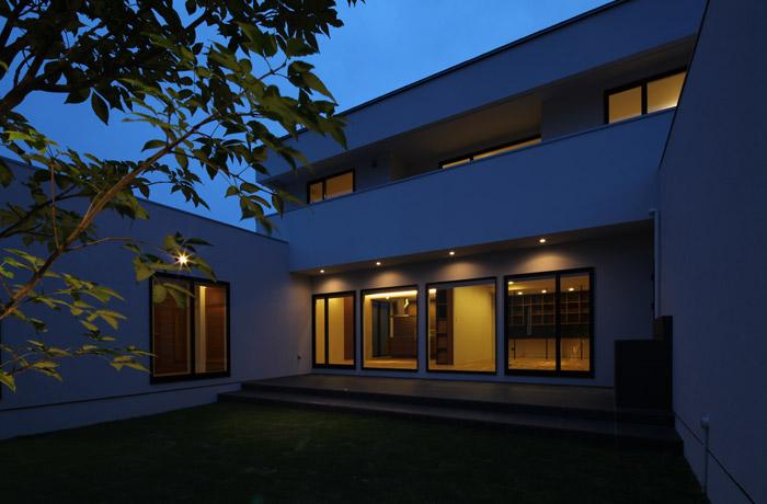 穏空の家(夜)